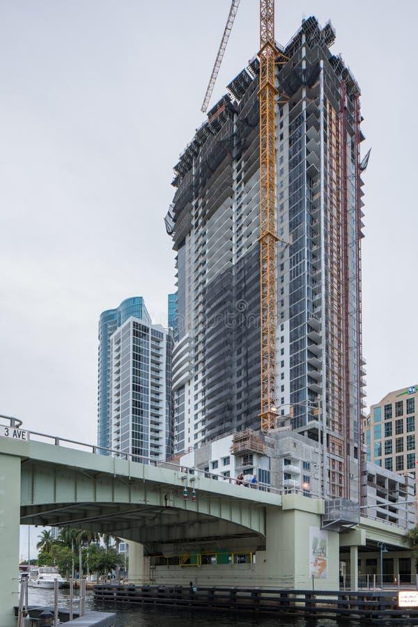 Riverwalk-Wohnsitze Las-Olas-Fort Lauderdale Florida im Bau und Kräne stockfotografie