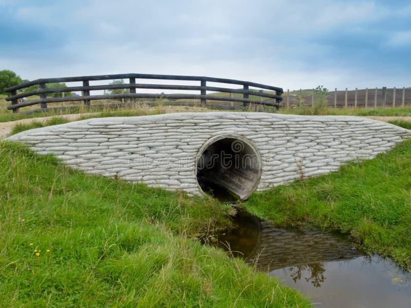 Rivestimento di sostegno del calcestruzzo del tubo di drenaggio del canale sotterraneo della tempesta immagini stock libere da diritti
