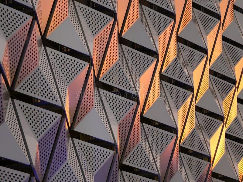 Rivestimento geometrico angolare d'acciaio moderno con il modello angolare fotografia stock libera da diritti