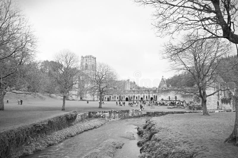 Rivière à l'abbaye de fontaines image libre de droits