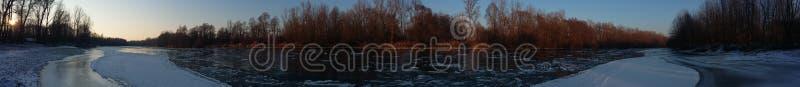 Rivière dans 180° image libre de droits