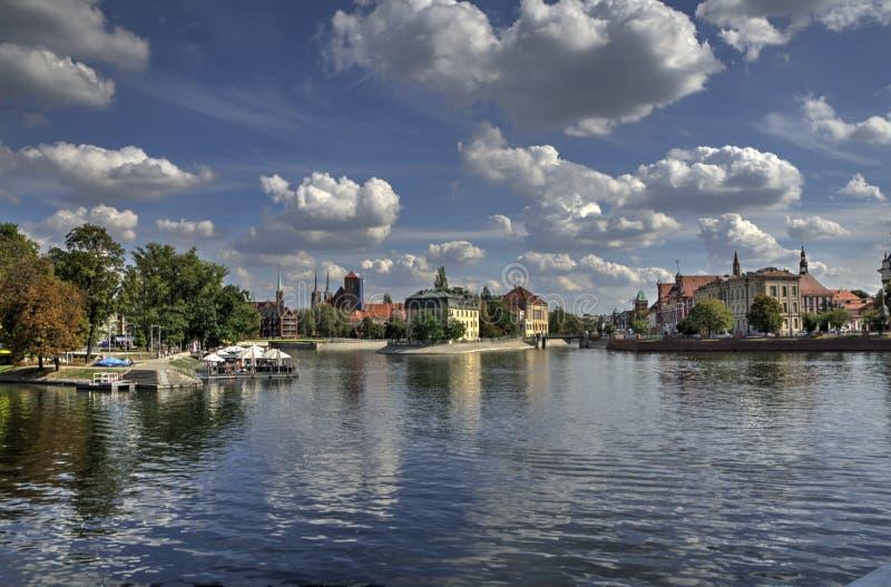 Rivière dans la ville photo stock