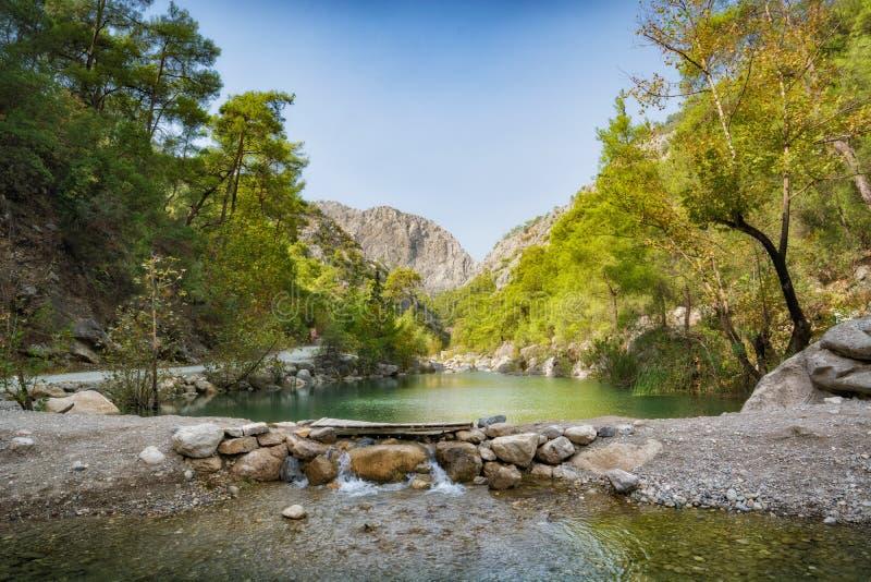 Rivière dans un canyon de Goynuk photos stock