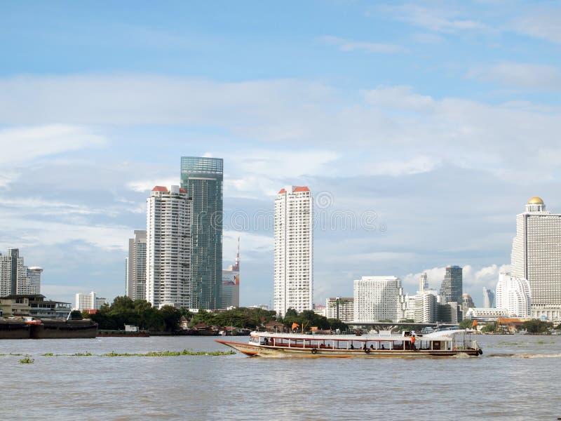 Rivière de Chao Phaya à Bangkok sur la Thaïlande photographie stock libre de droits