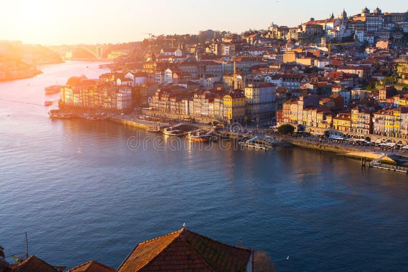 Rivière de Douro et Ribeira au coucher du soleil, Porto images stock