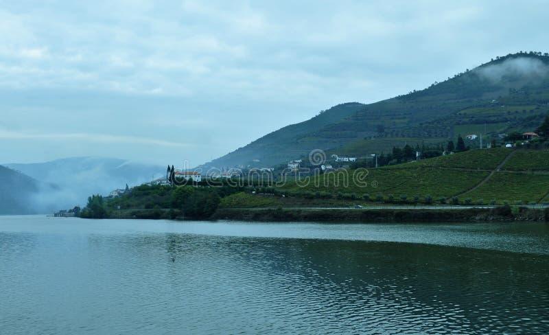 Rivière de Douro pendant le matin photographie stock
