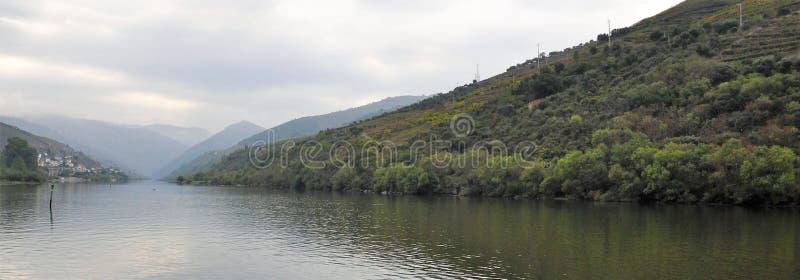 Rivière de Douro pendant le matin photos stock