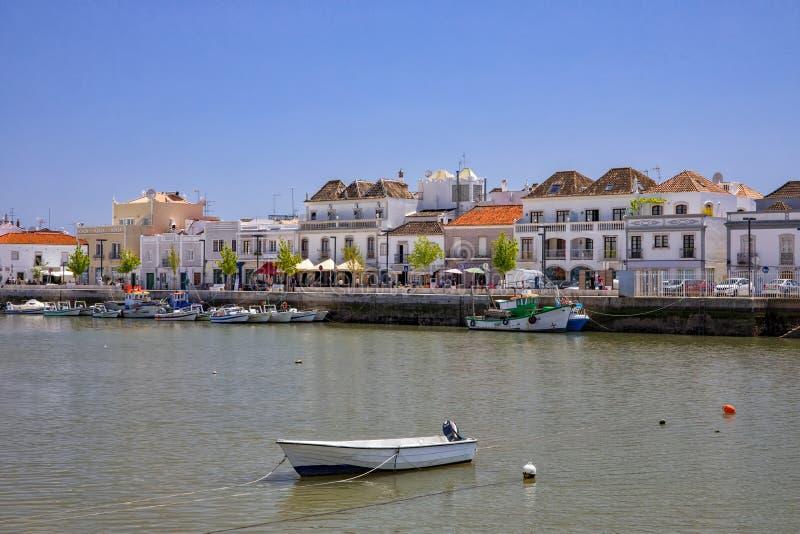 Rivière de Gilao Tavira traversant au Portugal photos stock
