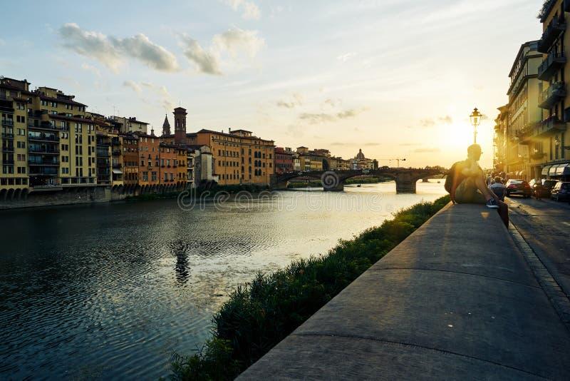 Rivière de l'Arno à Florence à la soirée, Italie photos libres de droits