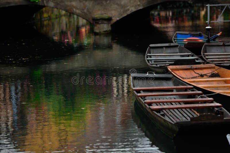 Rivière de Lauch avec des bateaux dans la ville de Colmar, France photos libres de droits