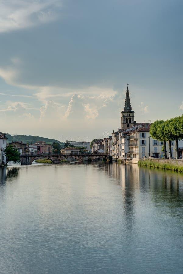 Rivière de Le Salat dans le saint Girons, France photo stock