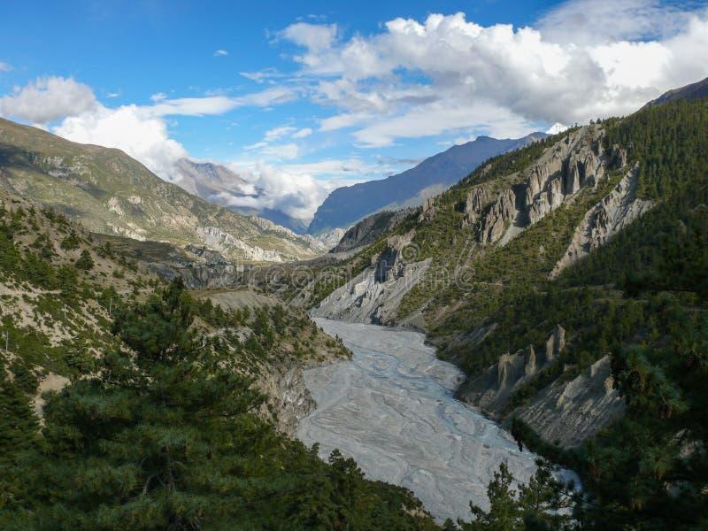 Rivière de Marsyangdi près de Manang, Népal photographie stock