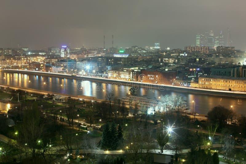 Rivière de Moscou près de la Chambre centrale des artistes photos libres de droits