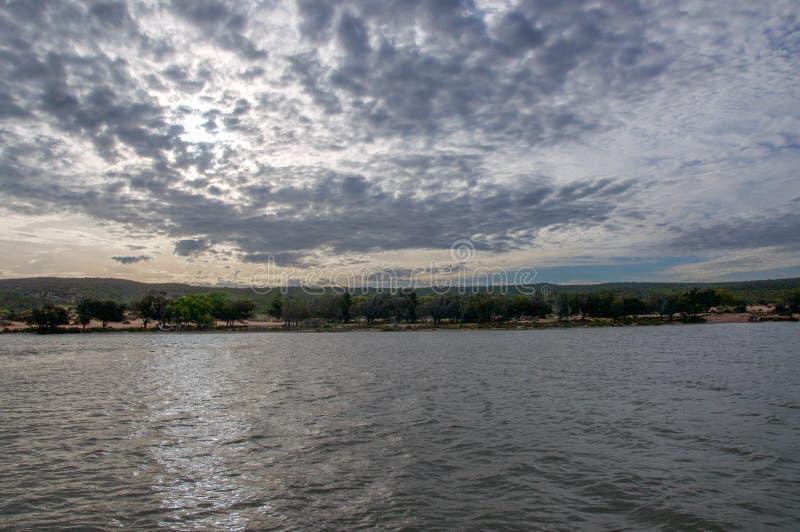 Rivière de Murchison au crépuscule images stock