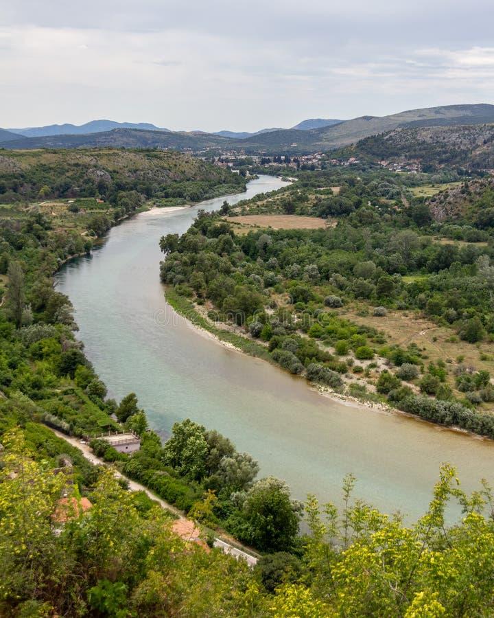 Rivière de Neretva de forteresse de Pocitelj en la Bosnie-Herzégovine images stock