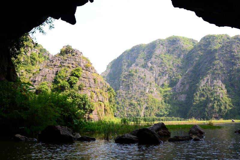Rivière de Ngo Dong Tam Coc Province de Ninh Binh vietnam image stock