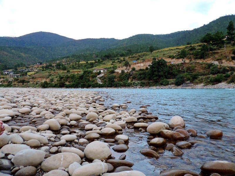 Rivière de Pho Chu, Punakha, Bhutan images libres de droits