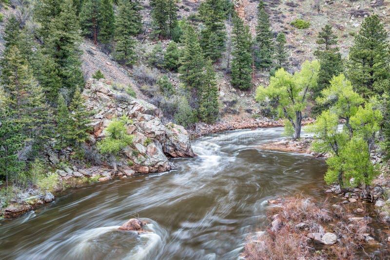 Rivière de Poudre de La de cachette en Rocky Mountains images stock