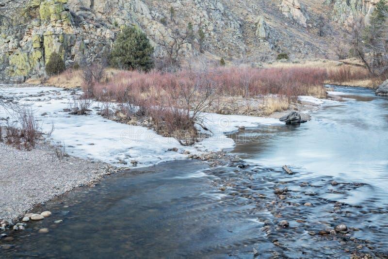 Rivière de Poudre en hiver photo libre de droits