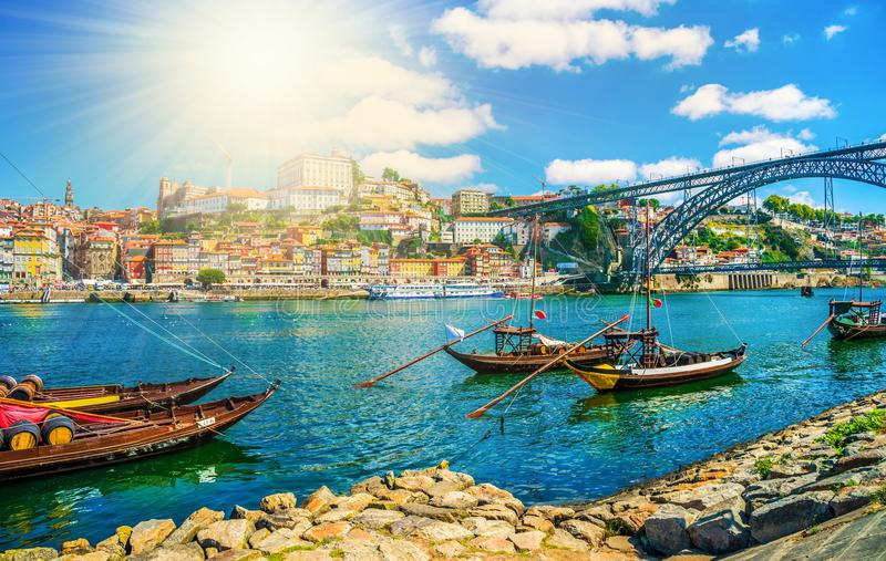 Rivière de Rio Douro à Porto un coucher du soleil image libre de droits