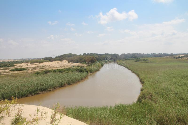 Rivière de Sorek Soreq en hiver, un des plus grands bassins de drainage dans les collines de Judean photo stock