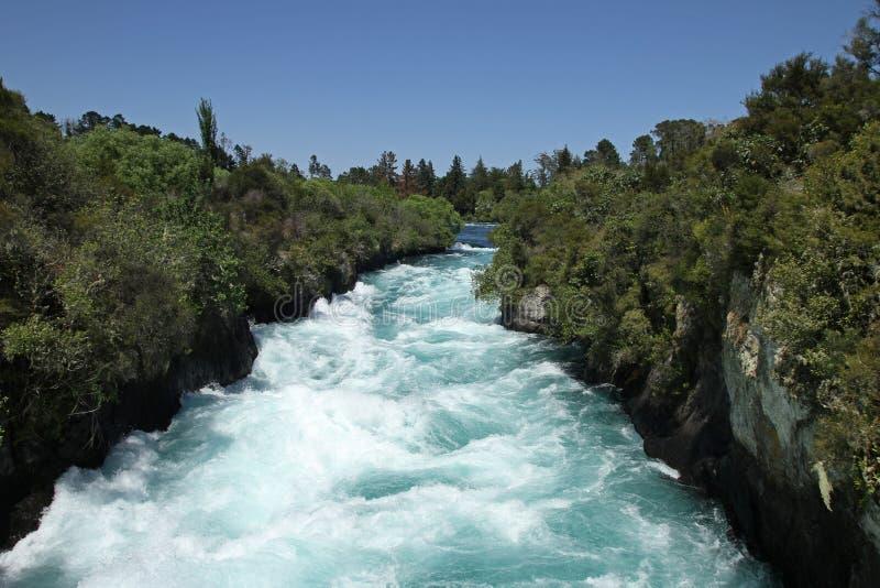 Rivière de Waikato aux automnes de Huka images libres de droits