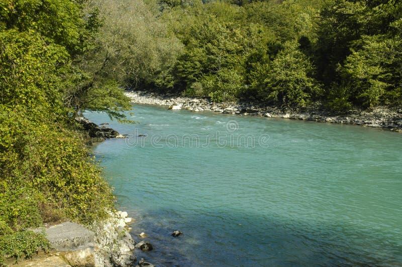 Rivière en montagne image libre de droits