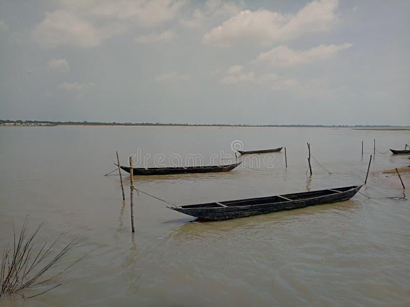 Rivière et bateaux photos libres de droits