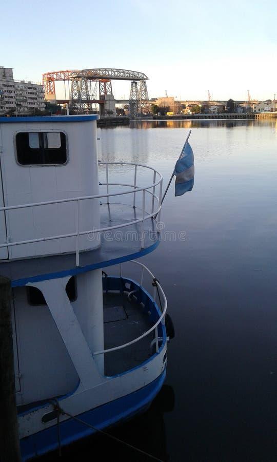 Rivière et bateaux photo stock
