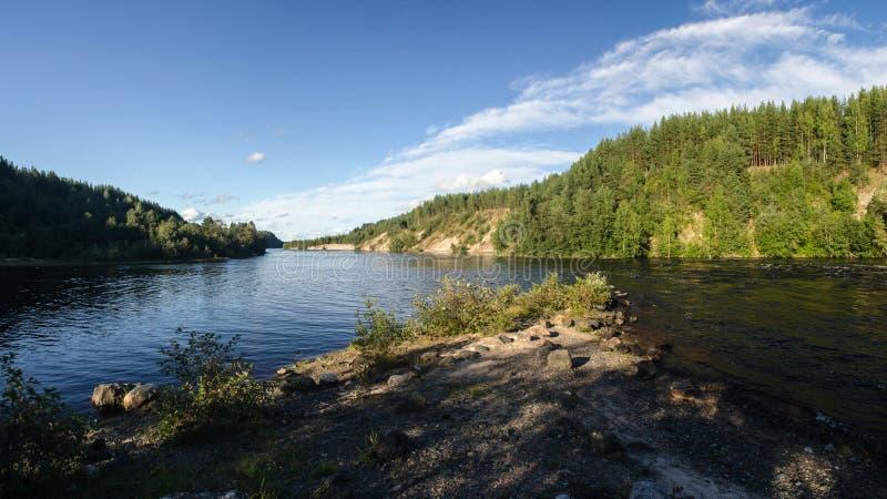 Download Rivière Et Forêt Dans La Côte De La Carélie Photo stock - Image du arbre, normal: 77152604