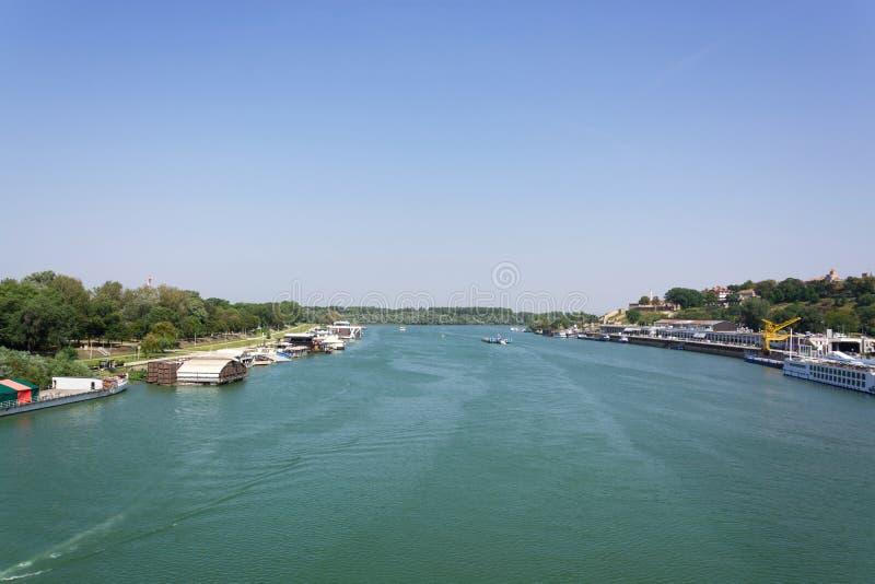 rivière et le ciel bleu photos stock