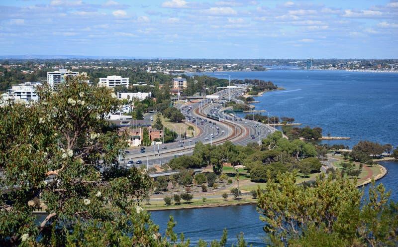 Rivière et Perth CBD de cygne photo stock