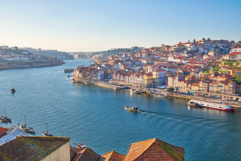 Rivière et Porto de Douro au coucher du soleil image libre de droits