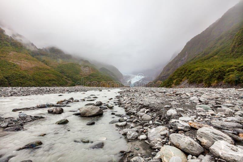 Rivière glaciale en Franz Josef Glacier au Nouvelle-Zélande photo stock