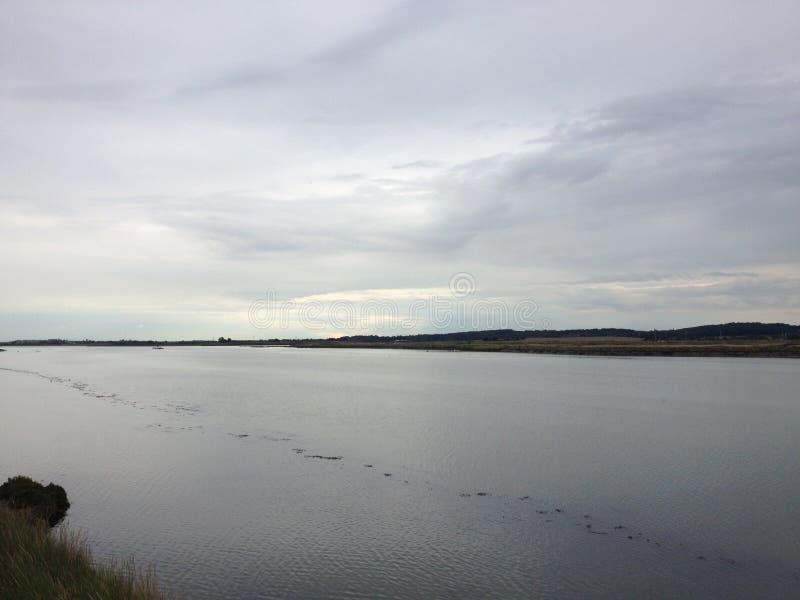 Rivière grise photo libre de droits