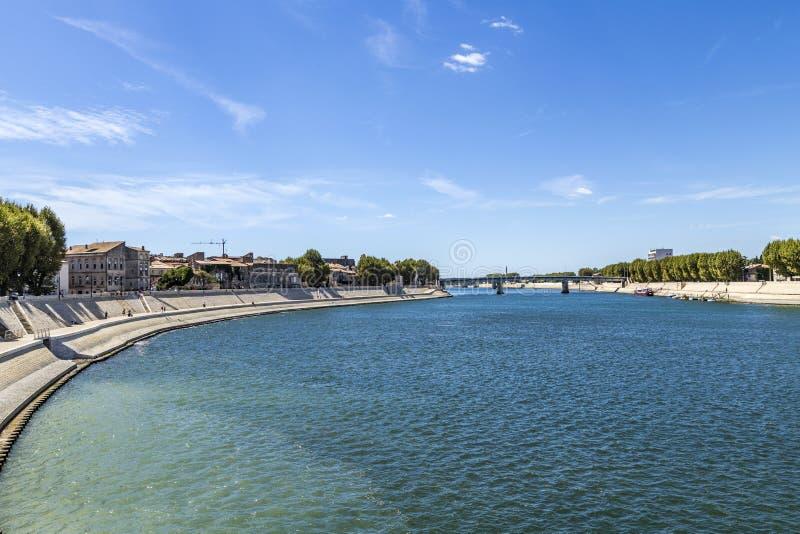 Rivière le Rhône dans Arles photographie stock