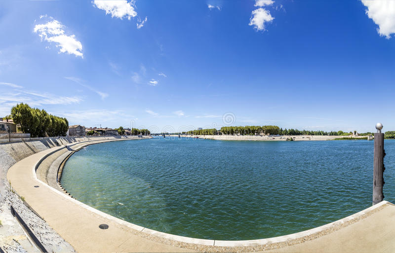 Rivière le Rhône dans Arles photos libres de droits