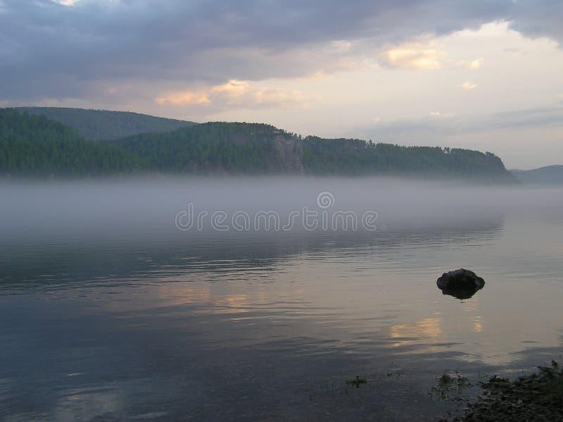 Rivière le soir photographie stock libre de droits