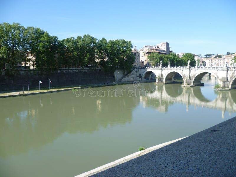 Rivière le Tibre à Rome photo stock