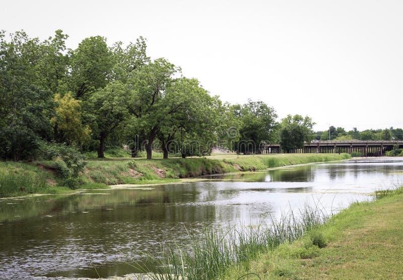 Rivière paresseuse pendant l'après-midi photographie stock libre de droits