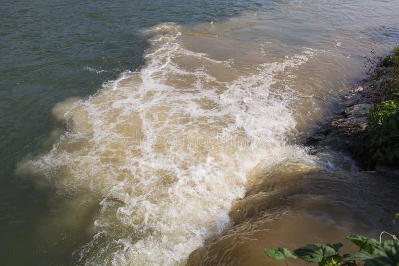 Rivière polluée image libre de droits