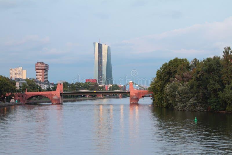 Rivière, pont et ville Francfort sur Main, Allemagne image stock