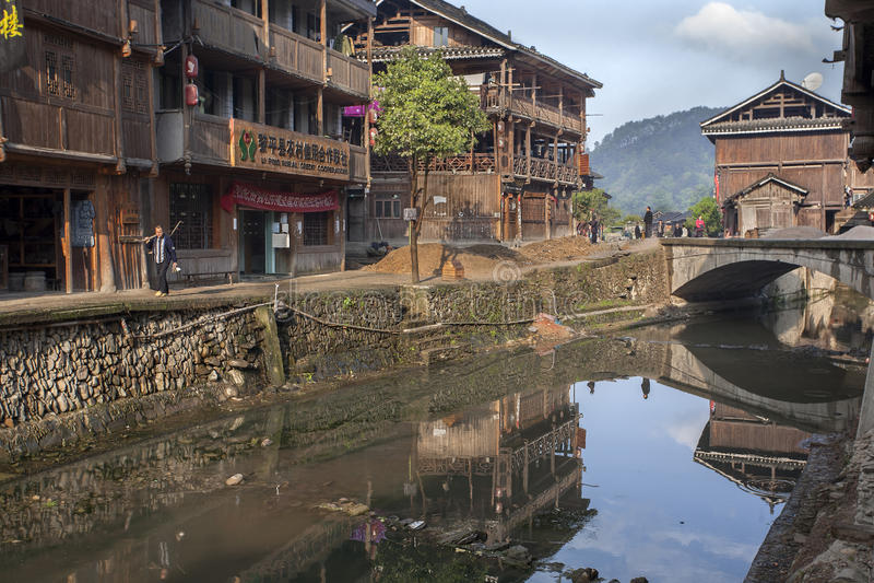 Rivière rurale dans le village de la minorité ethnique de la Chine image libre de droits