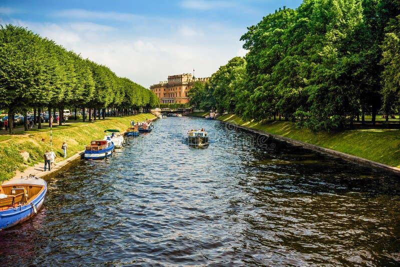 Rivières et canaux à St Petersburg. photo stock