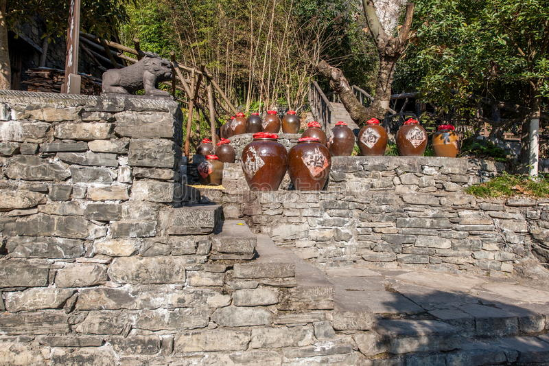 Rivier Drie Kloven Dengying Xia van Hubeiyiling Yangtze in het van de Klovenmensen ` van ` Drie plattelandshuisje van de Bedelaar stock afbeeldingen