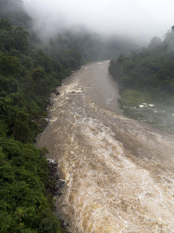 Rivier in een vallei van Paraguay stock afbeeldingen