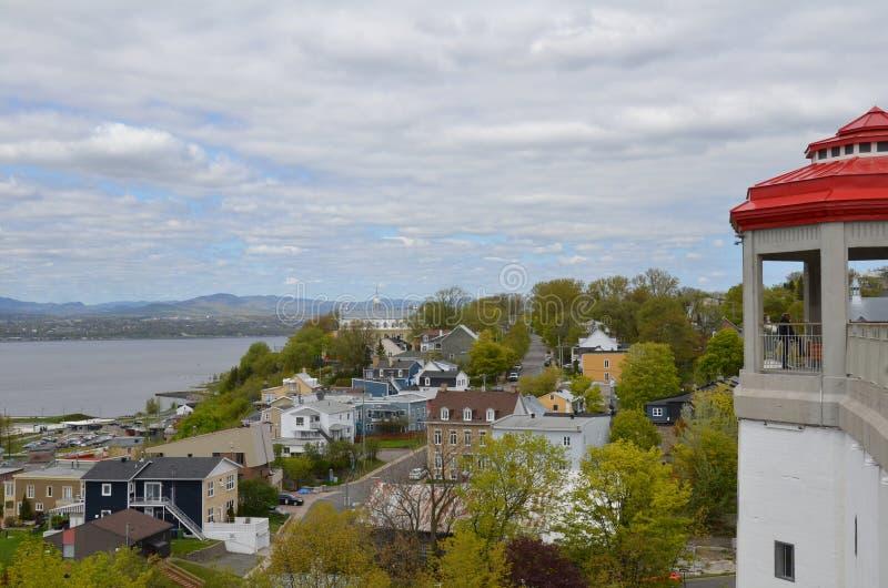 Rivier en gebouwen in Levis, Canada met wolken stock afbeeldingen