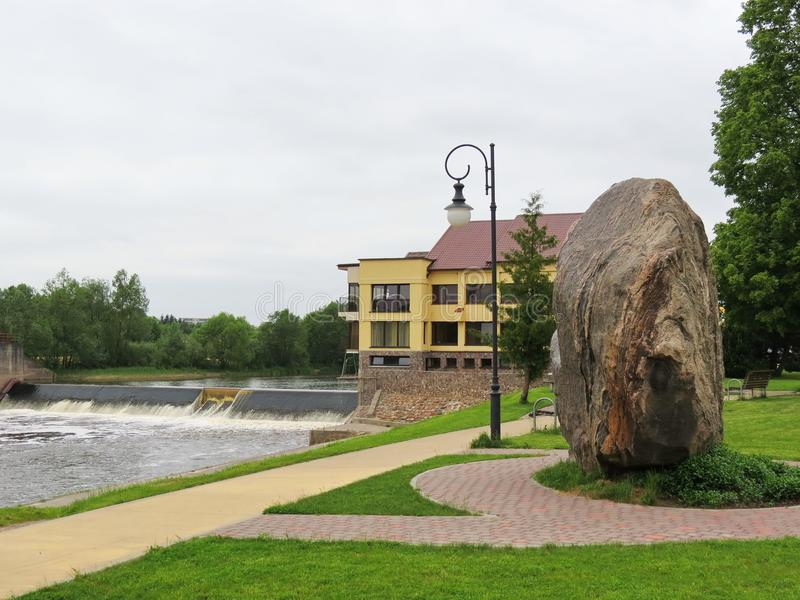 Rivier het Juragebergte in Taurage-stad, Litouwen stock afbeelding