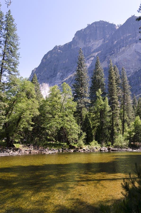 Rivier in het Nationale Park van Yosemite royalty-vrije stock afbeeldingen