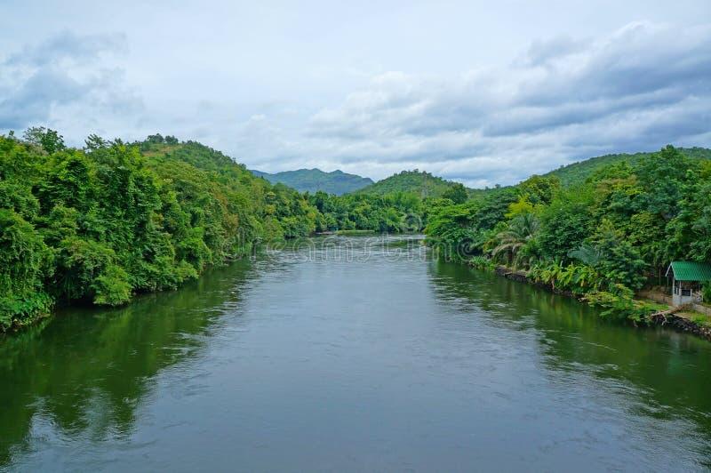 Rivier Kwai in Kanchanaburi royalty-vrije stock foto's